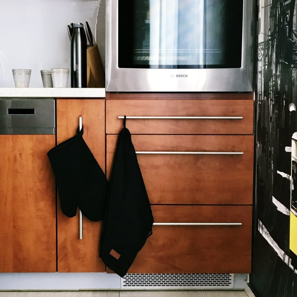 czarne lniane dodatki do kuchni